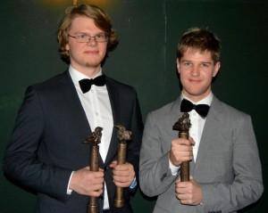 Ale Carr og Nikolaj Busk med deres tre statuetter