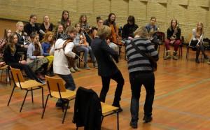 Dreamer's Circus (med ryggen til) ved workshop i Tranbjerg.