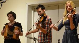 Unge på vej, her en gruppe fra Syddansk Musikkonservatoriums Folkemusiklinje.