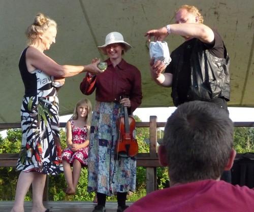 Ninni og Leif Carr ved Dansetræet