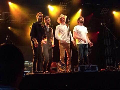 Bandet på scenen i Shrewsbury. Privatfoto