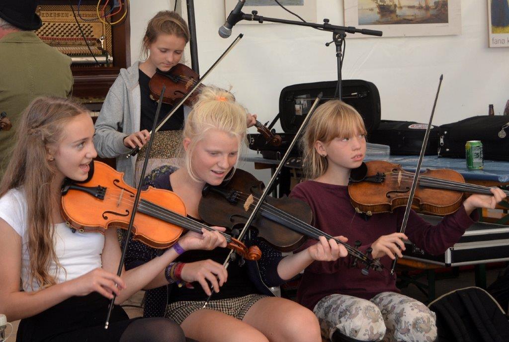 Nogle af de ung talentfulde Fanø Fiddlers Foto: Per Dyrholm