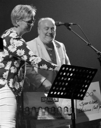Helge Engelbrecht fik inden aftenens koncerter overrakt Folkemusikprisen 2016.