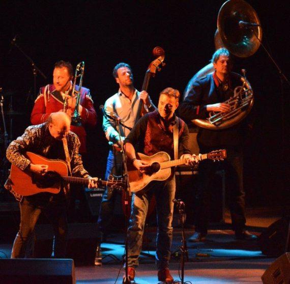 Tom Donovan med JP & the Seeger Session Band