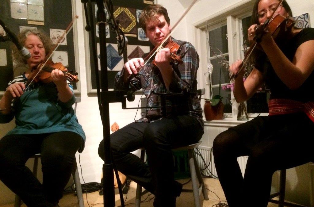 Live: Café Nanas Stue, Sønderho, CD: 3Fiddlers 3Traditions
