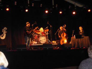 Perry Stenbäck & Dekandansorkestern åbnede festivalen på Havnescenen