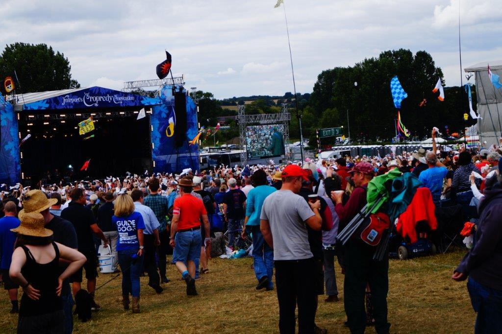 Cropredy Scenen og masser af folk