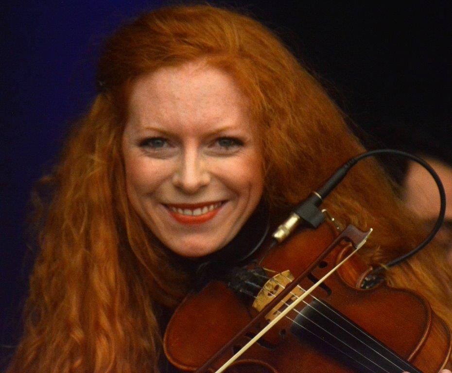 Street Wings meget smilende violinist Jitka Kubesova