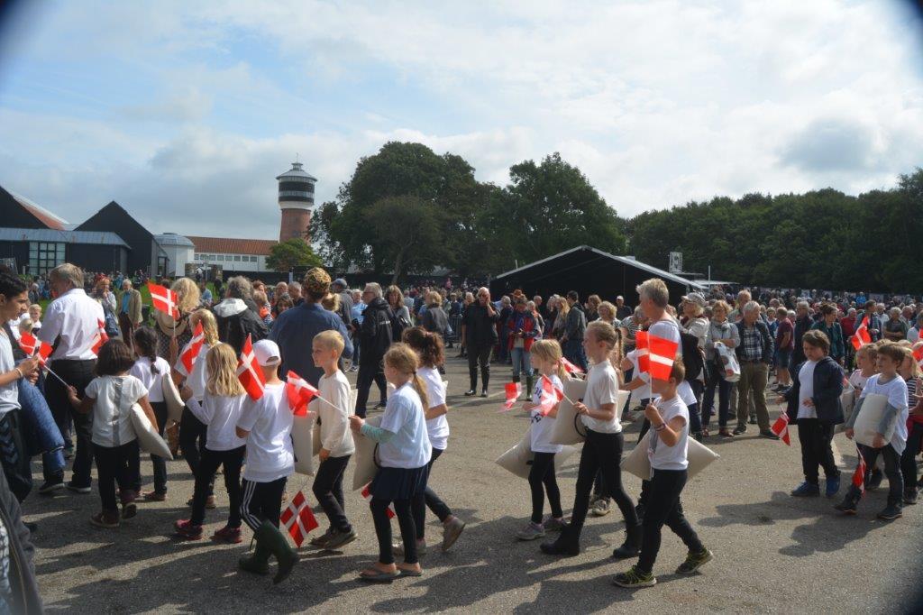 Børn ved Open Air scenen ved åbningen af festivalen. Fotos: Per Dyrholm