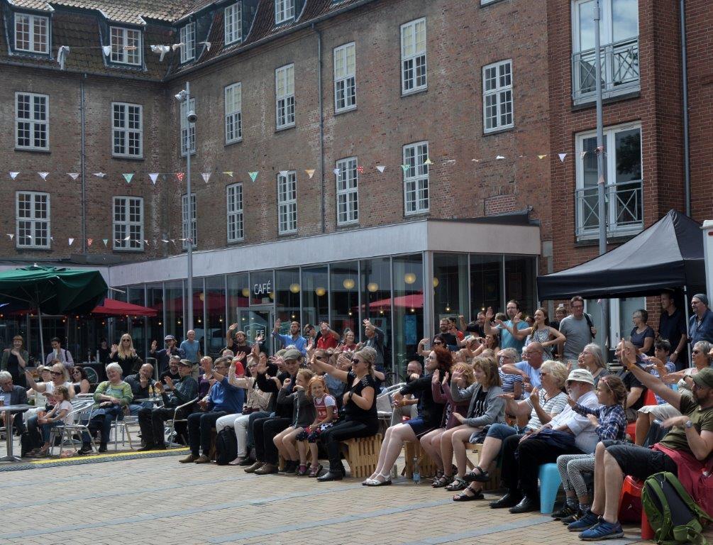 Stemning i Farvergården under Phønix' koncert