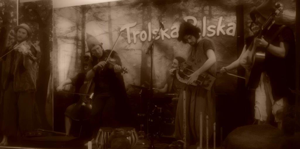 Live: Trolska Polska: Errindlev Forsamlingshus