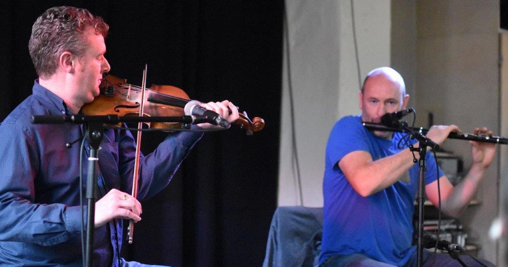 Live: Mike McGoldrick & Dezi Donnelly og Aarhus Folkemusikkor: Gyngen, Aarhus