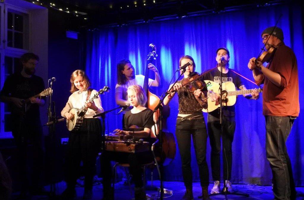 Live: Friendly Neighbourhood Stringband: Karens Minde