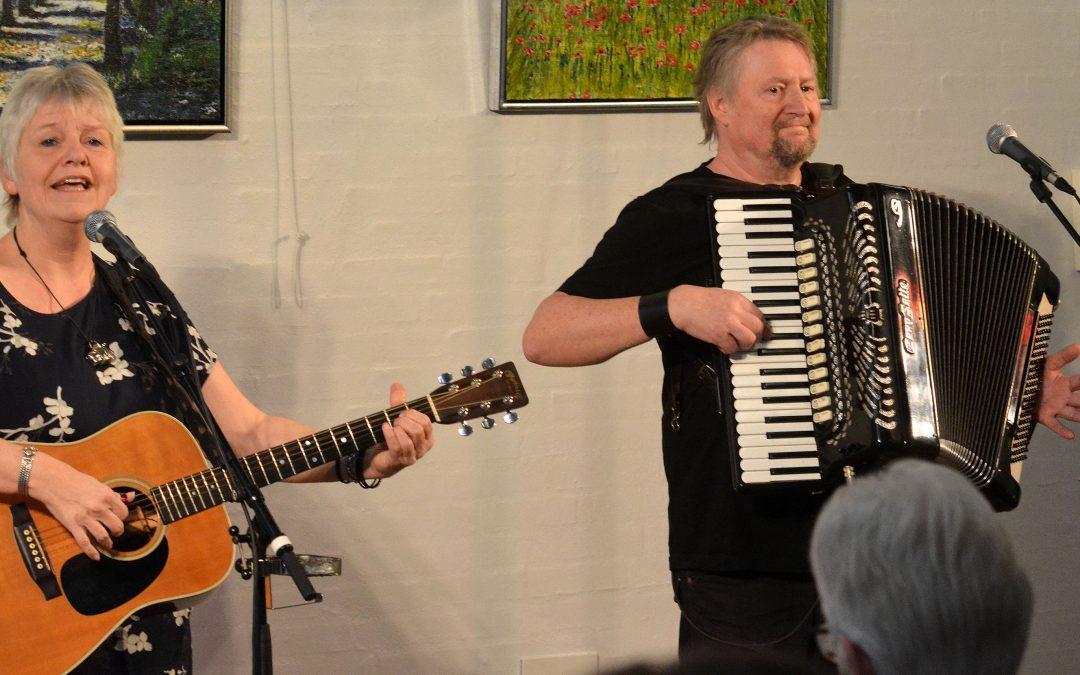 Live: Koltgården/Kolt-Hasselager: Bente Kure og Leif Ernstsen